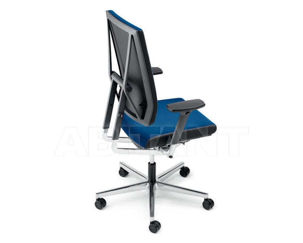 Купить Кресло для руководителя Manerba spa 2018 ST100F06.XP4